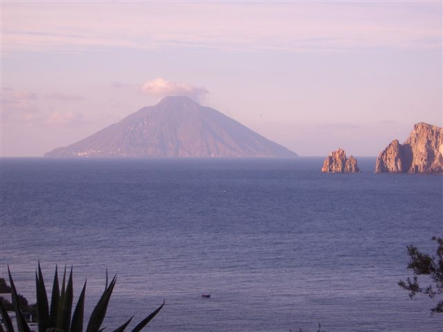 11 things to do in the aeolian islands panarea salina for Salina sicily things to do