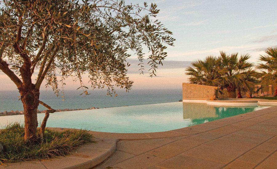 Lussuosa villa con piscina e vista sulle eolie le tartarughe for Piscina tartarughe