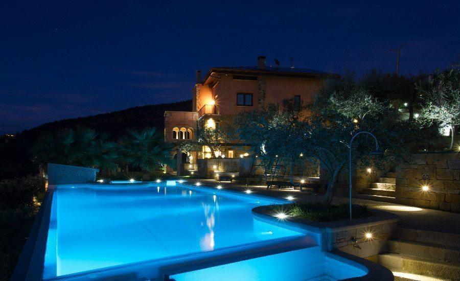Lussuosa villa con piscina e vista sulle eolie le tartarughe for Piscina per tartarughe acquatiche