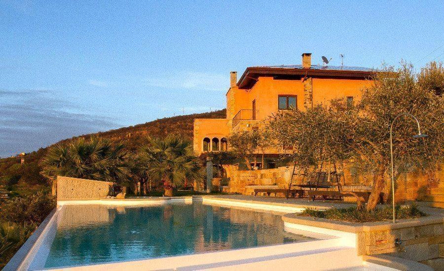 Lussuosa villa con piscina e vista sulle eolie le tartarughe for Piscina per tartarughe
