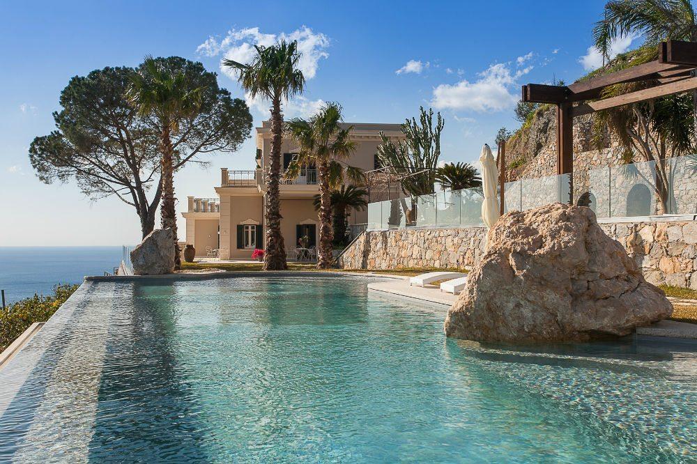 nice pool villa cariddi