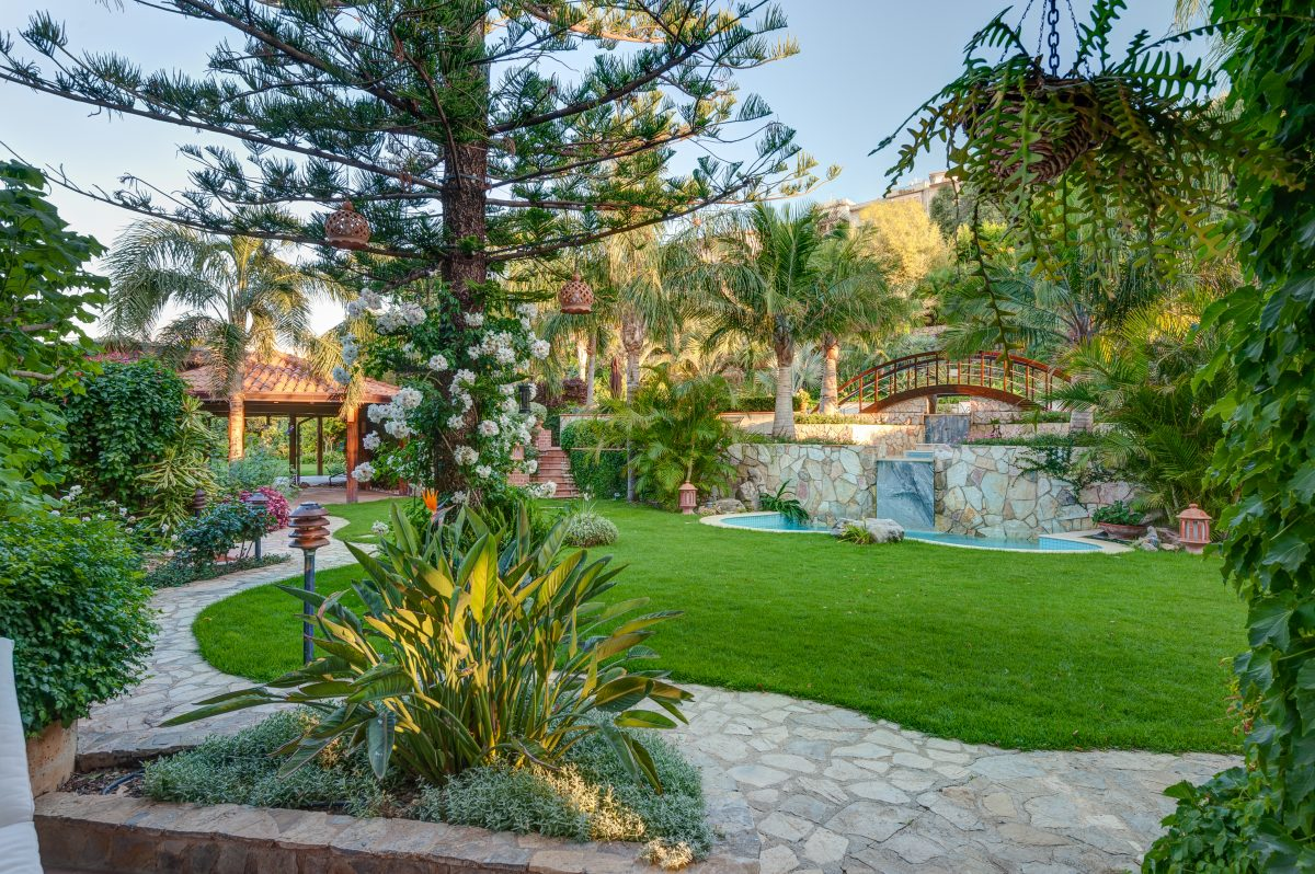 villa with garden and pool complex near palermo