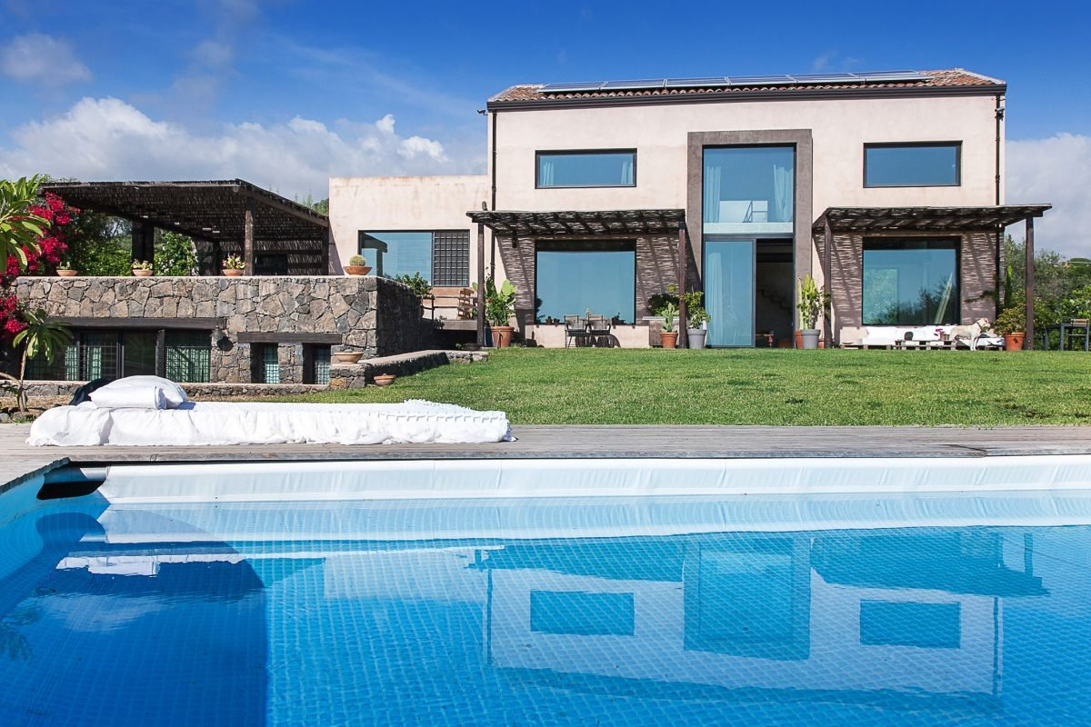 idda - villa set between the slopes of mount etna and the sea