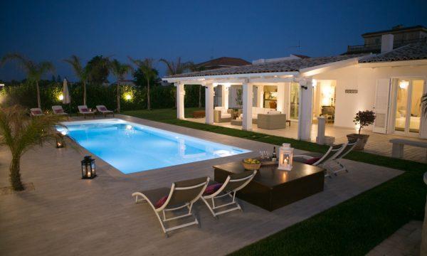 Ville di lusso in affitto a ragusa e sud della sicilia - Villa moderna con piscina ...