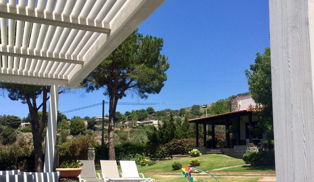 Panoramic Villa with garden, pool and tennis court near Palermo