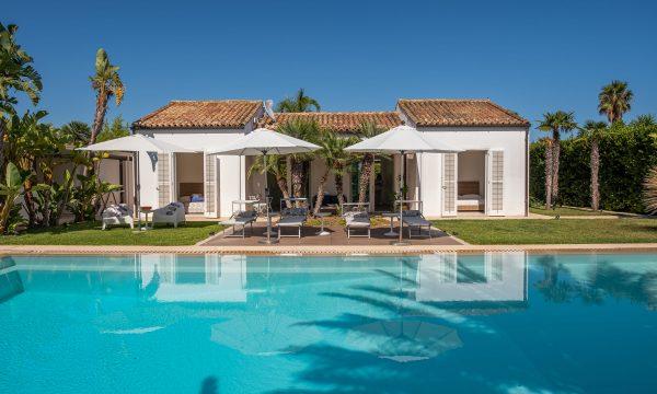 Villa Dafnide pool